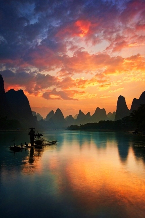 -olly:  beautymothernature:  Beautiful Guilin, China Love Moments  Going here this summer c: