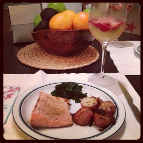 Week-iversary dinner: salmon, spinach, new potatoes with prosecco & strawberries! #foodporn #love
