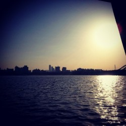 Han river #river #sun #sunset #city #seoul #korea  (at 한강 (Han River/漢江))