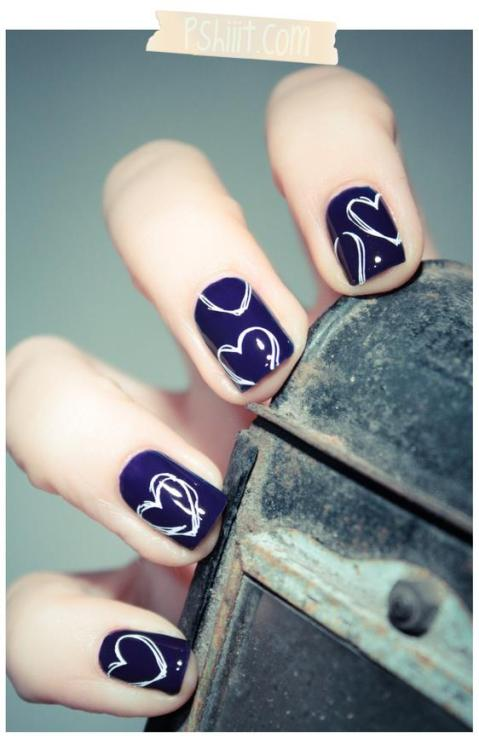 lovelyaiden:  Yet another heart-style art you can do on your nails <3 I love love love the way the heart looks like it was just doodle on. I feel like maybe changing the colors will bring the design more out.   -LovelyAiden