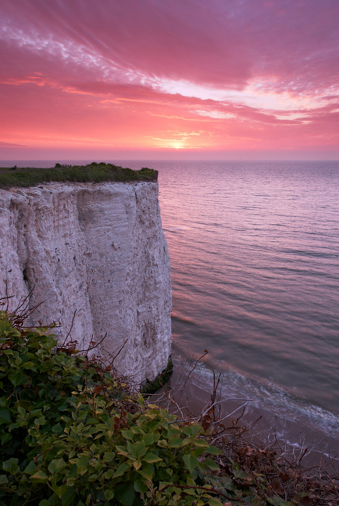 llbwwb:  Sunrise at Kingsgate Bay (by Mike Robinson (shadegate64))
