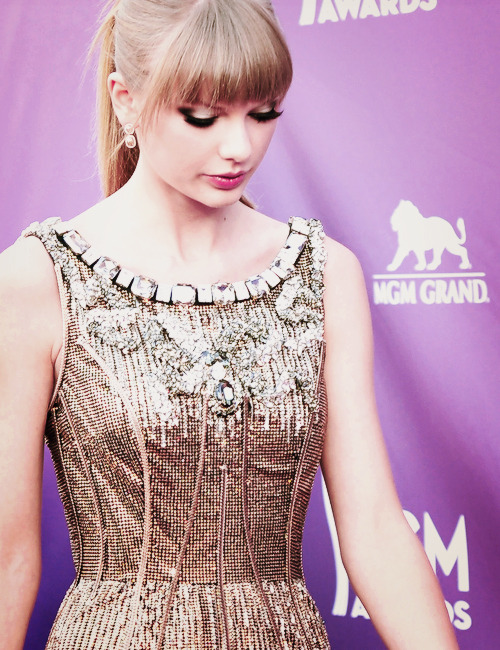 Taylor Swift at the 2013 ACM Awards.