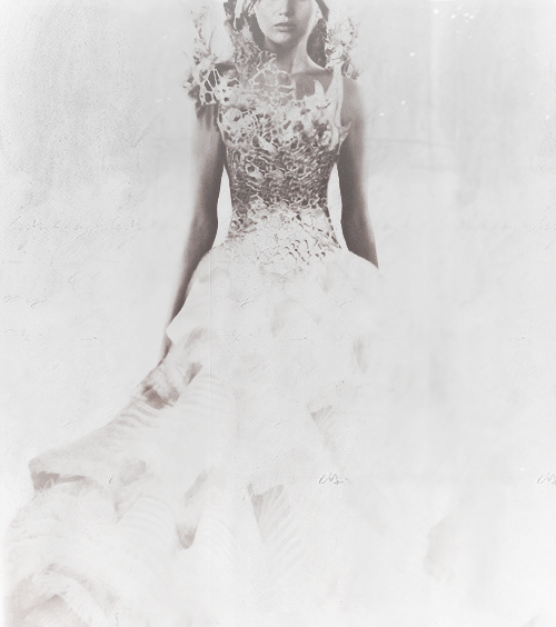 New Look at Katniss's Interview Wedding Dress (x)
