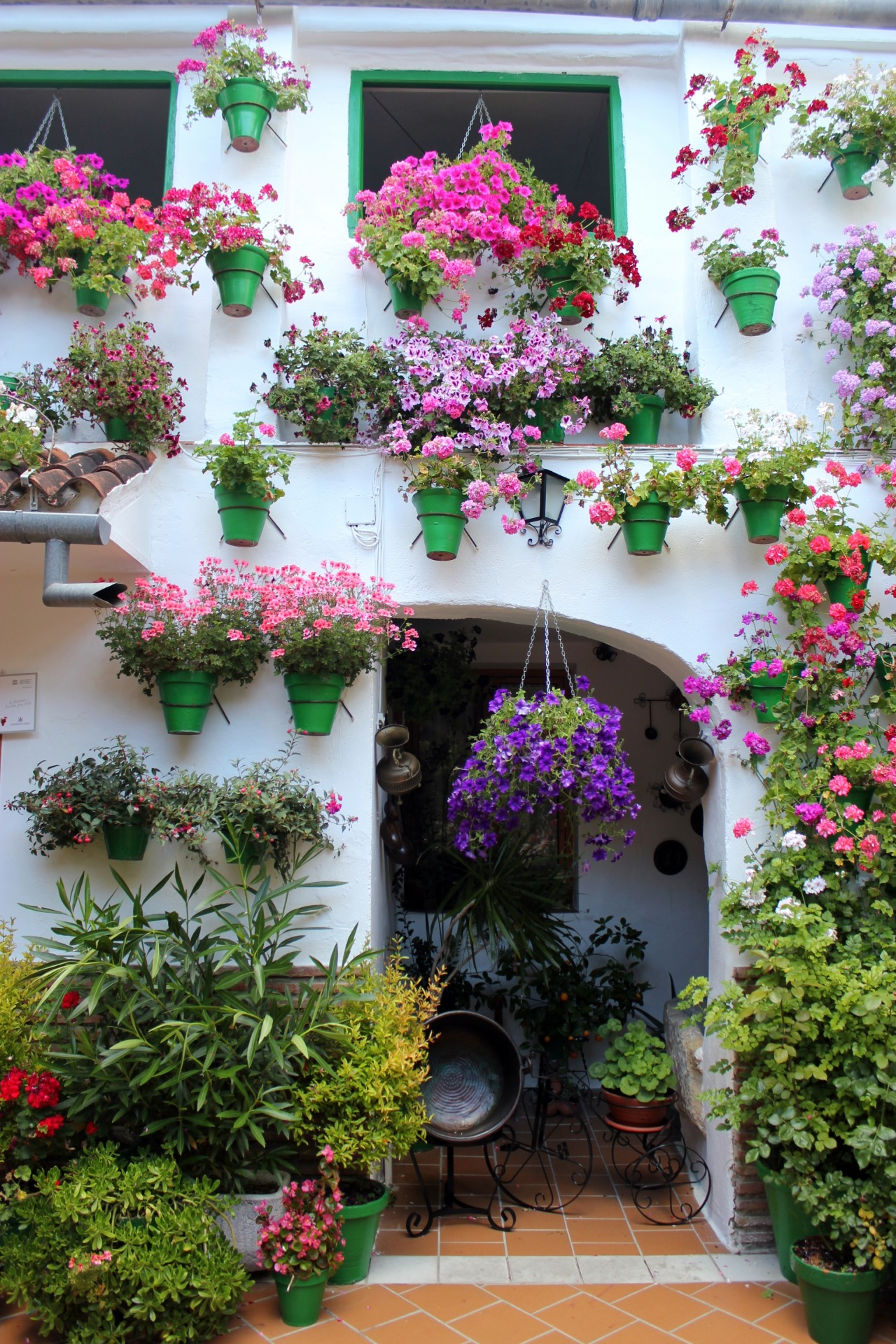 travelingcolors:  Córdoba and its beautiful patios | Spain (by Nacho Coca)