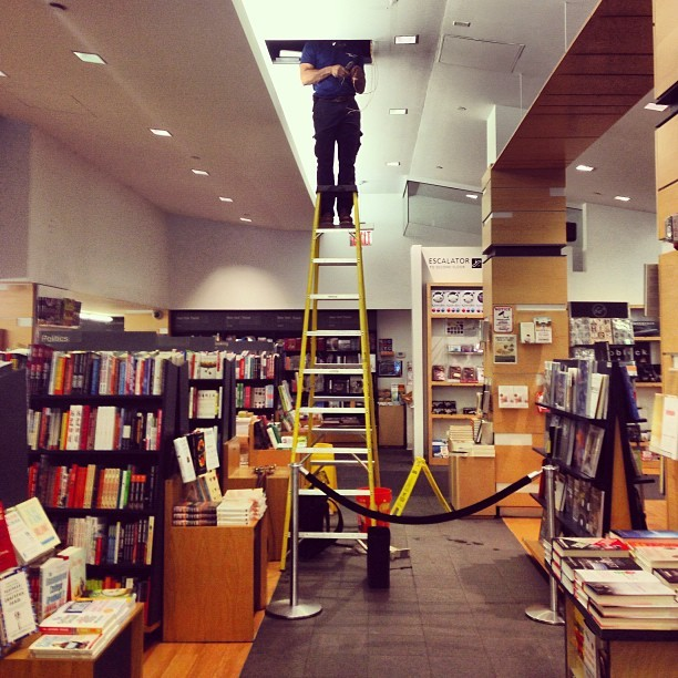 Headless maintenance man. (at Kinokuniya Bookstore)