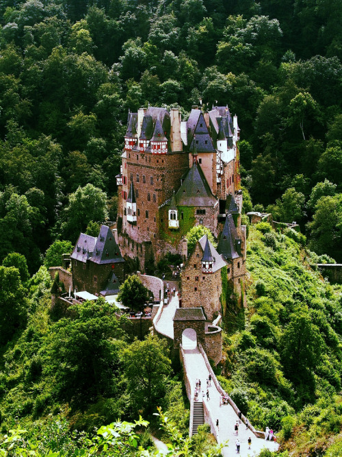 travelingcolors:   Burg Eltz | Germany (by Christian Paul Stobbe)   Sehr schön!