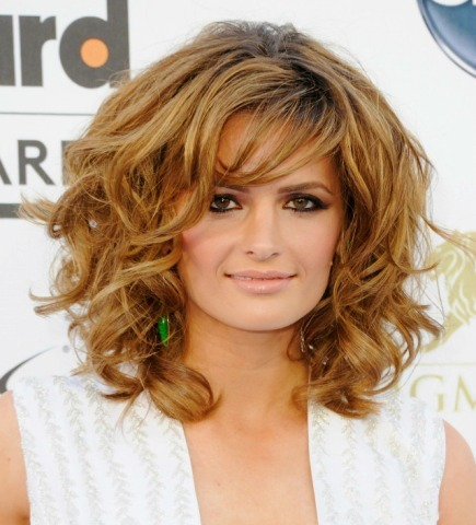 irishcaskettfan:  Stana Katic arrives at the 2013 Billboard Music Awards at the MGM Grand Garden Arena on May 19, 2013 in Las Vegas, Nevada