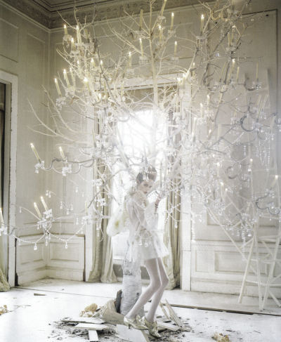 lady-grey-by-tim-walker-for-vogue-italia-march