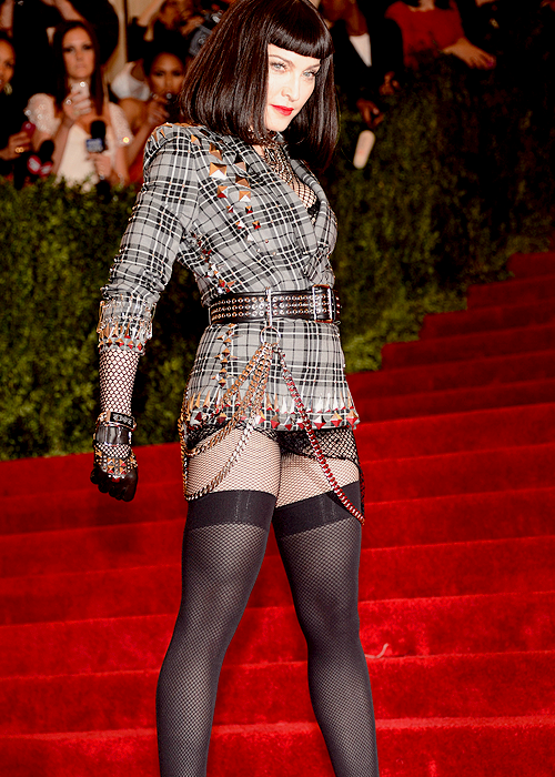 "Madonna at the ""PUNK: Chaos To Couture"" Costume Institute Gala - May 6th. LLEGUE YO!"