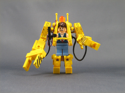 pimpmybricks:  Mini LEGO Power Loader from Aliens by ninbendo http://flic.kr/p/dVdWWu