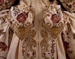Mantua, back detail. Made between 1740-1745, altered between 1875-1900 to fit the late 19th centiry dress. Made in England, now in storage at the Victoria & Albert Museum.