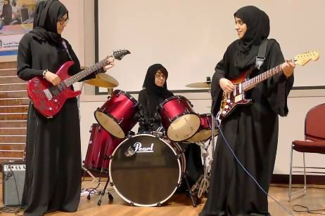niqabsandkitaabs:  Meet the first all-Emirati, all-girl rock band http://www.thenational.ae/news/uae-news/meet-the-first-all-emirati-all-girl-rock-band v @footybedsheets