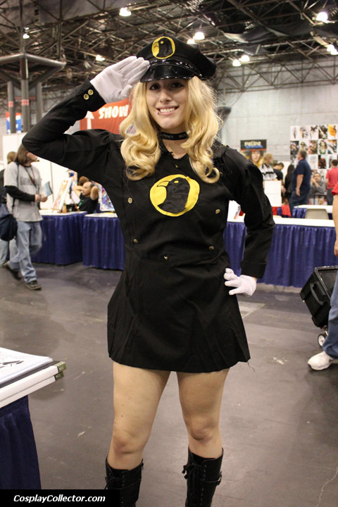 dtjaaaam:  Lady Blackhawk - New York Comic Con 2011 The Hawks want you!