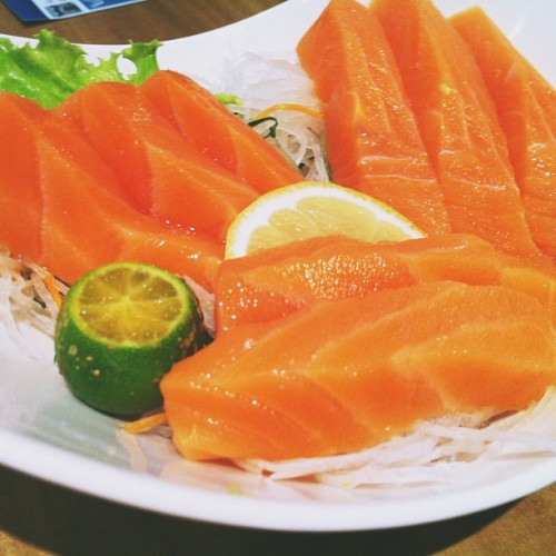 But I love Salmon Sashimi though. #food #japanese #sashimi 🇯🇵🇯🇵🇯🇵