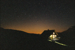 grett:  Refuge De La Valette By Night by Hans Vanmechelen on Flickr.