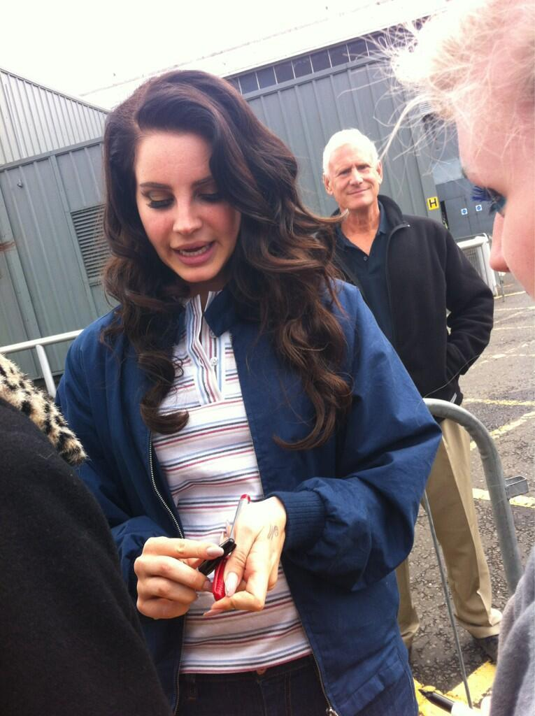 lanaplease:  lanadelranged:  missdelrey:  a picture of Lana and her dad taken just moments ago  Omg I want a photo with Rob.  Fangirling more over rob tbh
