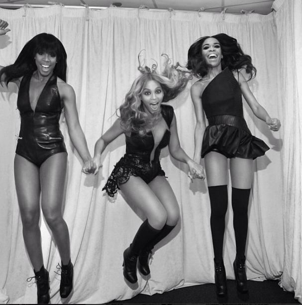 themusicpimp:  Destiny's Child anoche en camerinos. Buenos días.