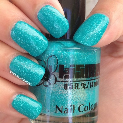 I wish I knew the name of this polish. If any of you know it please let me know. #nailpolish #nails #notd #polish