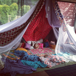 daisehs:  personalradolescence:  teepee luvin  this looks so fun!