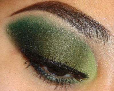 Green Eyeshadow Tutorial using bhcosmetics 88 cool  matte palette here http://youtu.be/FibT6-828oU at  http://www.youtube.com/makemeupbywhitney INSTAGRAM: MMUxWhitney