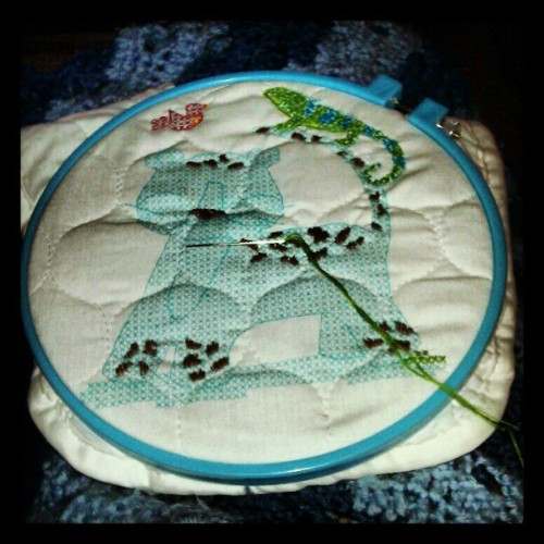 Cross stitch! Its going to be a bib for one of my friends thats expecting. =) #crossstitch #embrodery #tiger (at Casa de Branom)