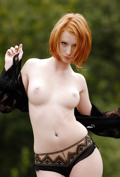 sweet4gingers:  heavenlyredheads:  Sexy redhead taking off her top.  So pretty!