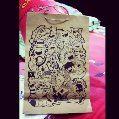 My doodle paper bag. Who would like this? Hahaha #doodle #doodleart #draw #illustration #sketch #desaign #illustration #pen #bag #paper #yessiow