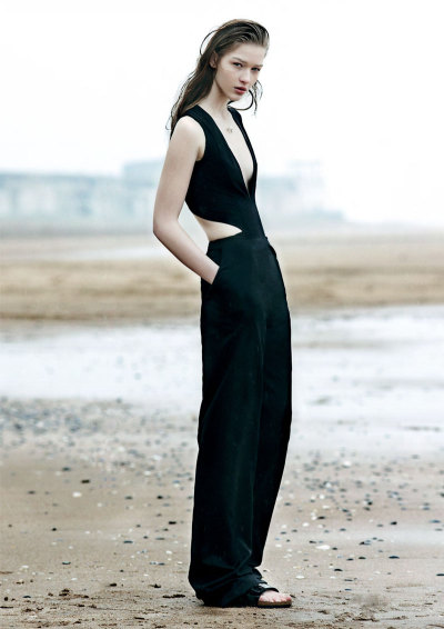 witcheslookbook:  (via Elena Bartels is Minimal Chic for Under the Influence Magazine | Fashion Gone Rogue: The Latest in Editorials and Campaigns)