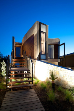 freshome:  Curvaceous Mansion in Melbourne Reflecting a Relaxed Lifestyle by Rachcoff Vella Architecture