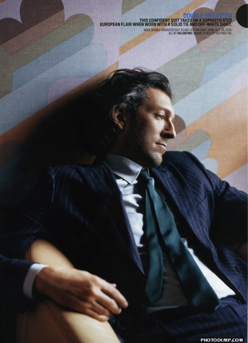 giasama:  tinak0077:  wildbeastly:  froopoo:  carmidoll:  Vincent Cassel  #i've never done a doubletake so hard in my entire life #tf2 #spy b asi cally   Shhhhhhh……. WHY?! Why is this so Spy?!?!? Gah! And his name is Vincent and he's from Paris! What's going on here?!  DED  OMG!