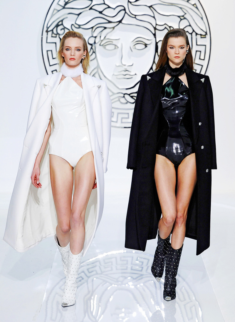 daria strokous and kasia struss at versace fall 2013