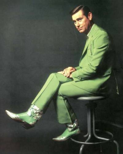 ameliabutter:  nevver:  Dead at 81, George Jones  (the DUI on a lawn mower story is true)  Mean and drunk, my type.  'Ol no show… Miss you already.