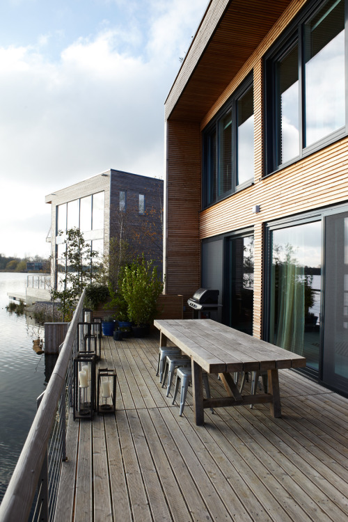 aros:  Lake House England..