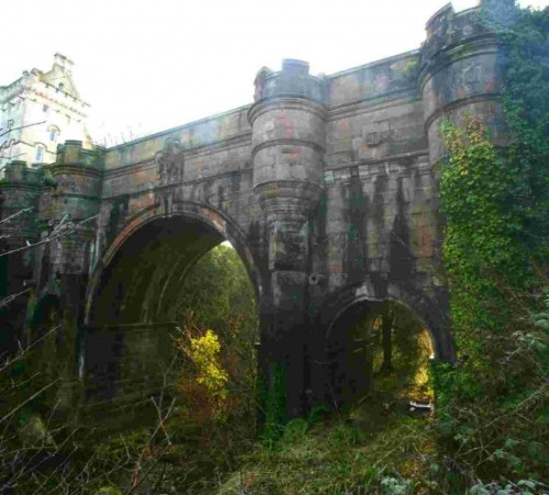 Overtoun Bridge – Scotland's Mysterious Canine Suicide Spot Sumitra, odditycentral.com Tweet There are some things in this world that are simply beyond explanation. Like the fact that in the past 50 years, about 50 dogs have jumped to their deaths from the exact same spot on the 100-year-old Overtoun Bridge in Milton, near Dumbarton…