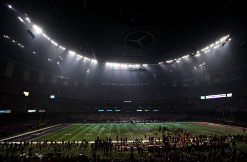 Super Bowl Blackout Scores Social Media Touchdown You might think the biggest touchdown of Super Bowl XLVII came from Jacoby Jones' record-setting 108-yard kickoff return, but in terms of social media, last night's blackout recorded the biggest spike, especially in end zone of advertisers and comedians.