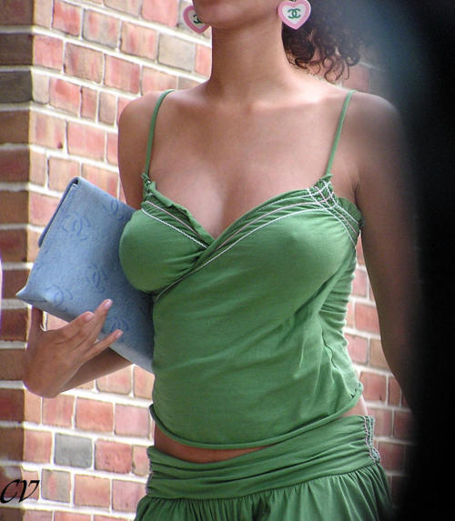 onlybraless:  Want more BRALESS PHOTOS ? Follow http://onlybraless.tumblr.com    Nice :-)
