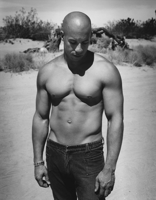 *Sigh. I want a bod like Diesel……. On another note. Today in Men's Fitness Magazine, i read an article from the featured man Mr.Diesel himself and it made me really sad. It talked about his life, acting career and fitness. However, in the article, it talks about how he hates that he is only casted for action movies and that he blames it on his body. He says that in hollywood, they really focus on men's fitness and that certain men are casted to play certain roles because of their bodies. His close friends are interviewed in the article too and they say they are so disappointed to see how their friend, who is a genius actor, is only casted for movies which showcase his body or make him do stunts because he can do them due to his body. Vin talks about how his body is both his blessing and his curse. I felt so bad for him. Poor vin diesel.  I still want a body like yours though :P