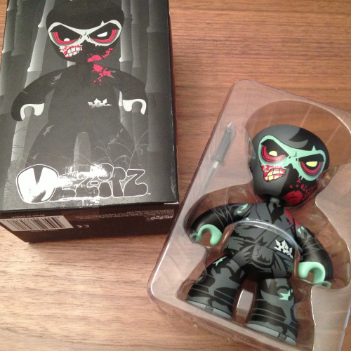 SOLD Mez-itz Zombie Ninja vinyl figure Think Geek exclusive (NEW, only opened for this photo)