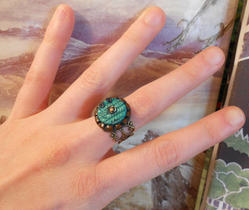 An unexpected ring. (via Hobbit door ring by GildedPixel on Etsy)