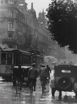 adanvc:  Frankfurt, 1930. by Paul Wolff