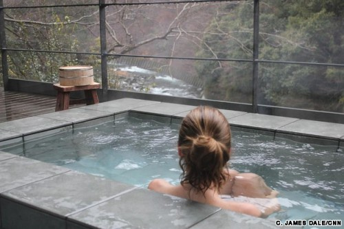 Healing waters: The Japanese onsen experience Soaking up one of Japan's best-loved traditions is a tonic for both mind and body By C. James Dale 21 December, 2012 For a brief moment, I feel like a Japanese snow monkey — those furry, red-faced creatures that descend from the cliffs and forests of Nagano to sit and soak in hot spring water. Flakes fall around me. Steam drifts into the air. I've nothing much on my mind. It's after 7 a.m. and I'm tout nu inside a private bath on a terrace at Arcana, a boutique hotel hidden in the trees of Japan's Izu Peninsula. The setting and time of day conspire to make me feel as though I'm the only one in the world who's awake. Click here to read the full story on CNN Travel.