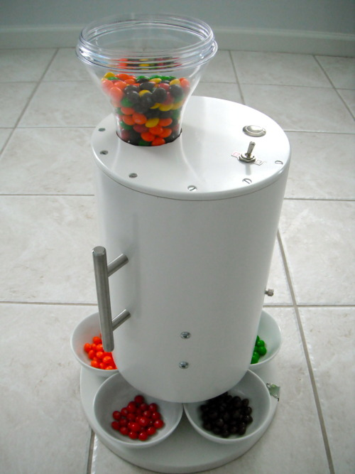 jaymug:  The skittles sorting machine by brian egenriether  The Skittles sorting machine.