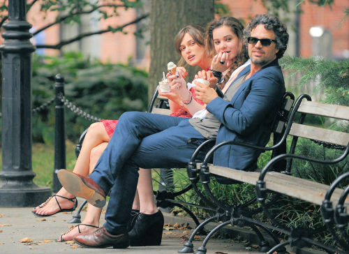 Keira Knightley, Hailee Steinfeld and Mark Ruffalo on the set of Can a Song Save Your Life? in NYC » 18/07/2012