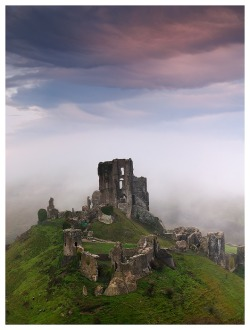 Corf Castle Sunrise (via Luthien Thye / Pinterest)