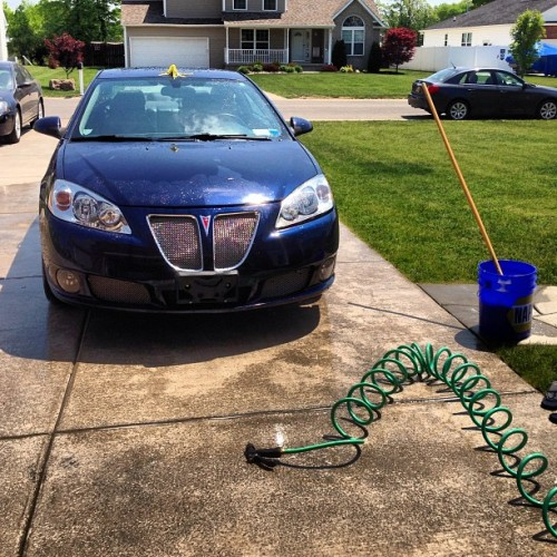 Gloria's getting a bath! #g6 #g6gxp #zoomzoom #vroomvroom #summertime #sunsoutgunsout #sunroof #sporty #pontiac 🚙