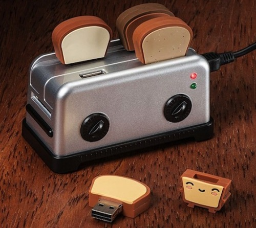 Cutest. Thing. Ever. rawbdz:   Toaster USB Hub