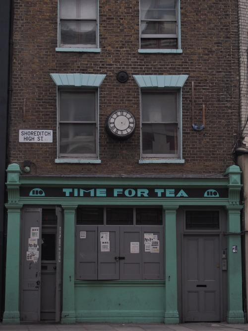 lifeattheborder:  tea time