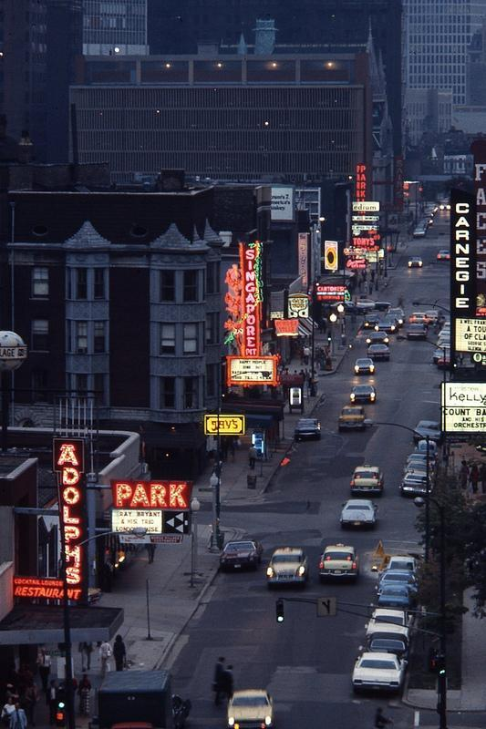 fuckyeahvintage-retro:  Chicago, 1973 @ Lee Balterman