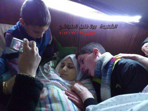 "#Syria - Picture: Saying ""goodbye"" to their mother who died due to shelling on Qaboon neighborhood in #Damascus. She had 5 children.. (via @TheSyrianist) - 12/23/2012"