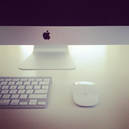 Oh hello new office set up! #mac #apple #white #black #minimal #architecture #design #technology #excited #contrast #sexy #stevejobs #magic  (at My Place)